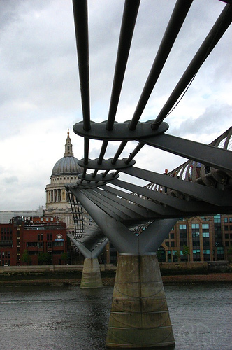 London - Milenium Bridge
