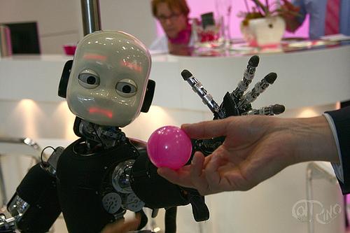 Automatica 2012 - iCub y pelota