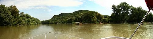Danubio - Árboles a ambos lados